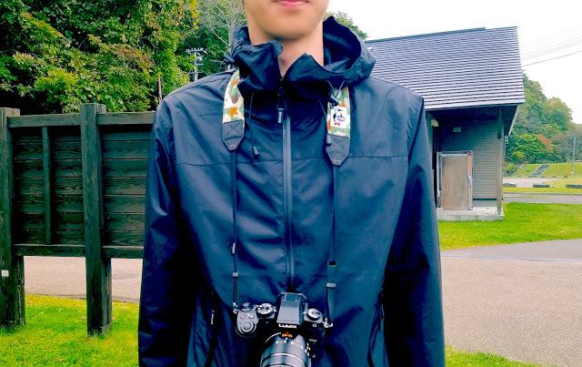 スウェット生地で出来たCHUMSのカメラストラップが可愛くてオススメ!