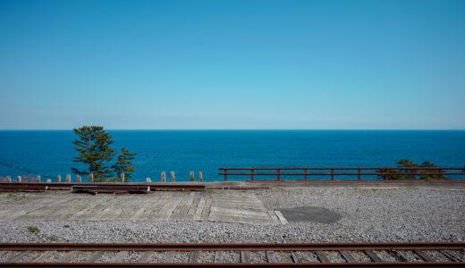 【Loxiaで切り取る景色】思わず途中下車したくなる、海が近い無人駅。JR東海道本線「根府川駅」